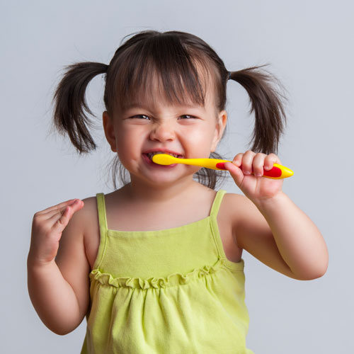 bee happy childrens dentistry young child brushing teeth